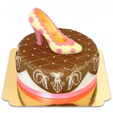 Bruine deluxe taart met chocoladeschoen en lint