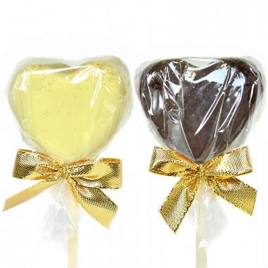 Hartvormige cake pops met lichte en donkere chocolade