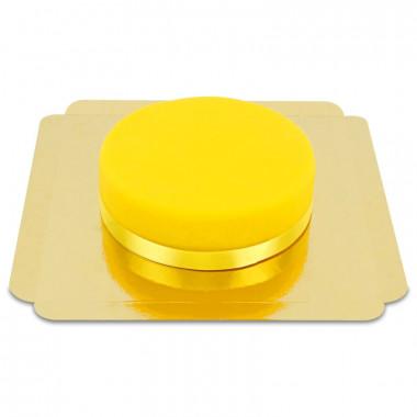 Gele taart met taartenlint