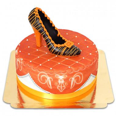Oranje deluxe taart met chocoladeschoen en lint
